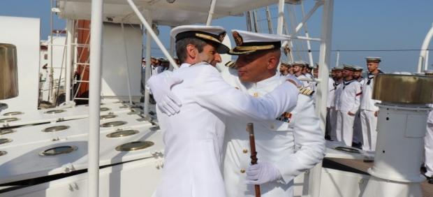 El capitán de Fragata Sasntiago de Colsa toma el mando de Elcano