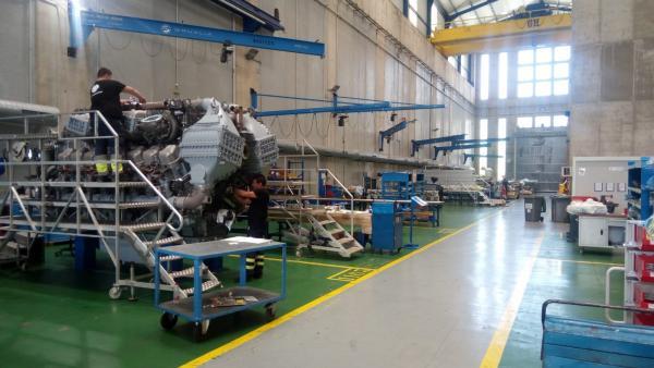 Foto de archivo de fabricación motores Navantia
