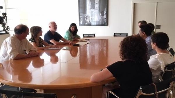 Imagen de un momento del encuentro institucional de este martes entre el alcalde y parte de la Corporación logroñesa con los responsables de UGT en La Rioja.