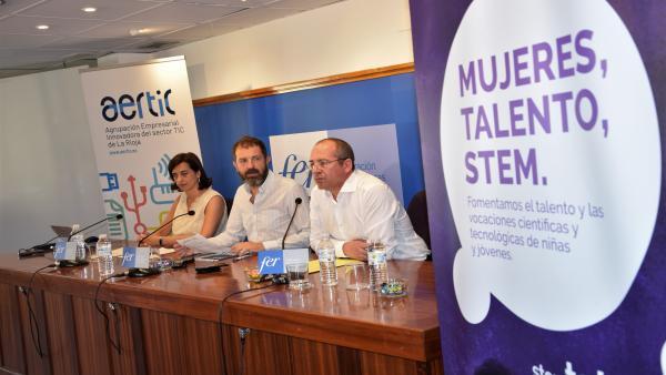 El presidente de AERTIC, José Luis Pancorbo; el director de la fundación ASTI, Roberto Ranz, y la directora general de la Agenda Digital de La Rioja, Ester Gutiérrez