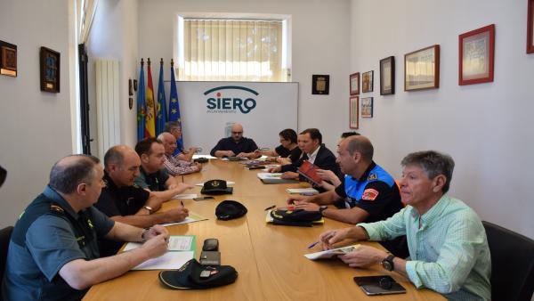 Reunión del dispositivo de seguridad para las fiestas del Carmín de la Pola y el Carbayu de Lugones.