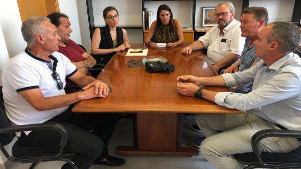 Reunión tras la agresión al trabajador municipal en El Puche