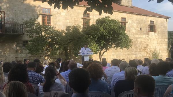 El presidente de la Xunta y líder del PPdeG, Alberto Núñez Feijóo, en un mitin en el Pazo de Liñares, en Lalín (Pontevedra)