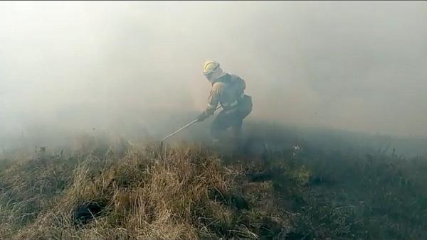 Extinción incendio forestal en Cantabria