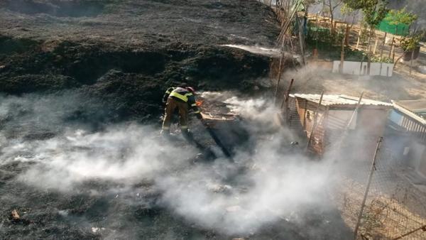Incendio en la ladera del Carambolo de Camas (Sevilla)