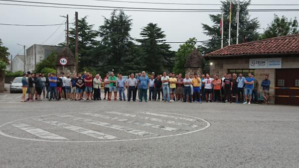 Concentración de trabajadores en huelga en la entrada de la fábrica de Global Special Steel