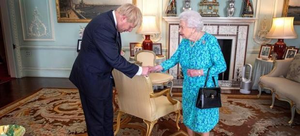 Isabel II y Boris Johnson