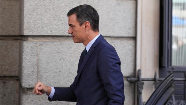 El presidente del Gobierno en funciones, Pedro Sánchez, llega al Congreso para l