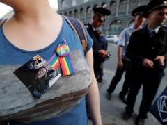 Una persona muestra su apoyo a Elena Grigorieva