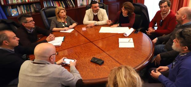 La alcaldesa de Jerez reunida con el sector del taxi