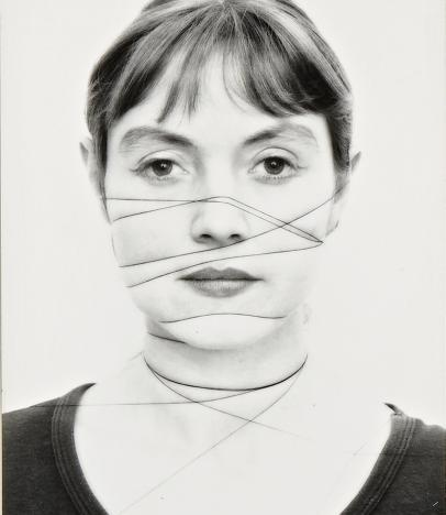 Annegret Soltau. Selbst / Self / Fotografía en blanco y negro sobre papel de barita (Serie de 14 fotografías) © Annegret Soltau / Bildrecht, Wien, 2019 / The VERBUND COLLECTION, Vienna