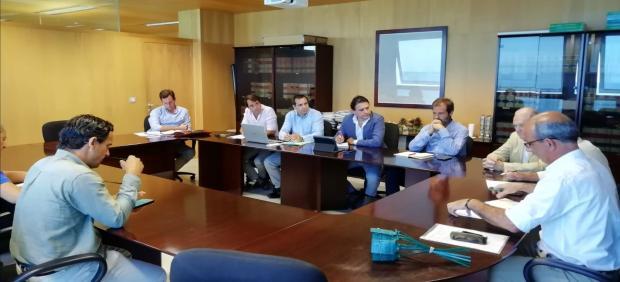 Momentos de la reunión de Asaja con el delegado de la Junta