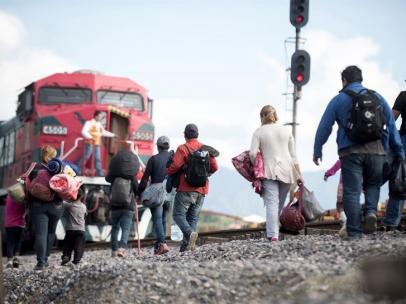 Migrantes centroamericanos intentan llegar a EE UU