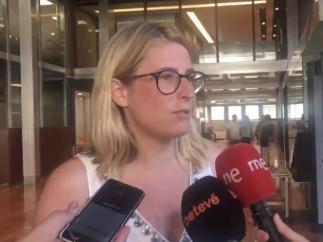 Elsa Artadi en una atención a los medios