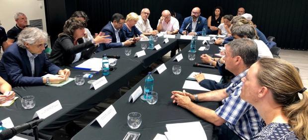 La consellera Teresa Jordà se reúne en Flix (Tarragona) con alcaldes, presidentes comarcales y la Diputación de Lleida, por el incendio de La Ribera d'Ebre.