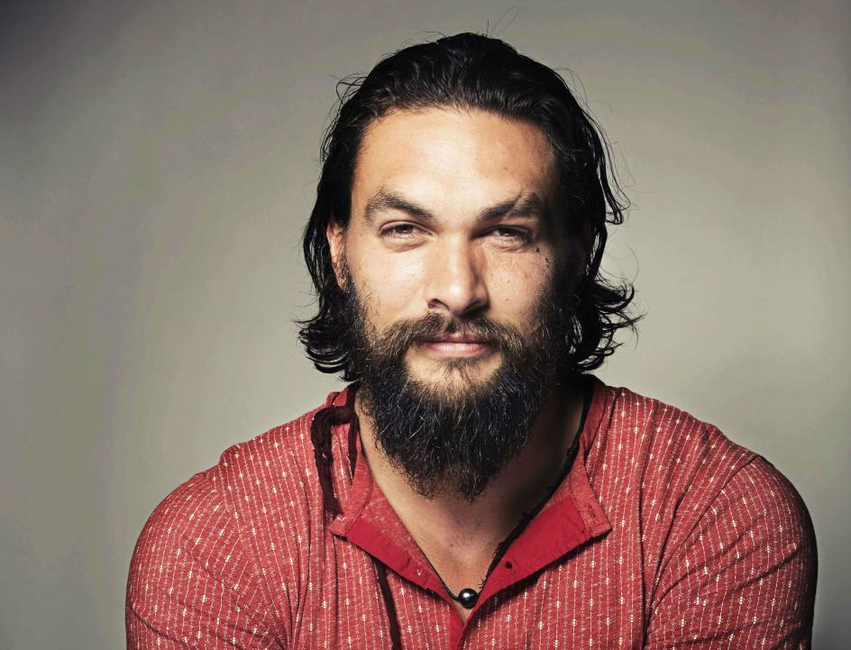 Jason es su segundo nombre. El nombre completo del actor estadounidense es Joseph Jason Namakaeha Momoa. En polinesio la palabra 'momoa' significa 'seco'.