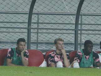 Cristiano Ronaldo en el banquillo en el partido contra el K-League