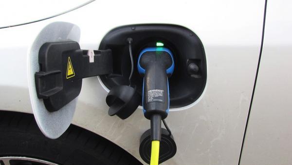 Las matriculaciones de coches eléctricos se duplican en lo que va de año