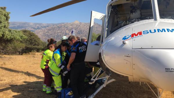 Un ciclista de 64 años ha sido trasladado en helicóptero con pronóstico reservado al Hospital de La Paz tras sufrir una parada cardiorespiratoria.