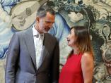 El rey Felipe VI con la presidenta balear, Francina Armengol