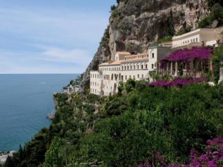 Un antiguo monasterio italiano se ha convertido en un hotel de lujo con vistas al Mediterráneo