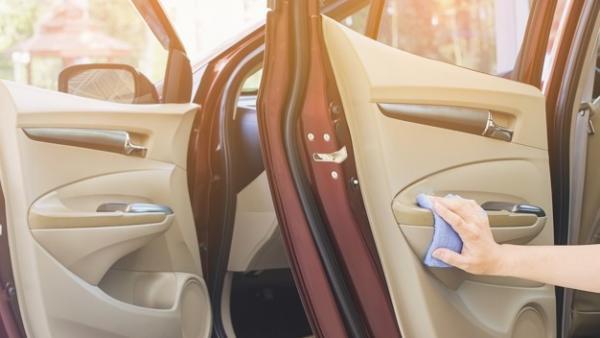 Así se limpia un coche por dentro para que quede como nuevo