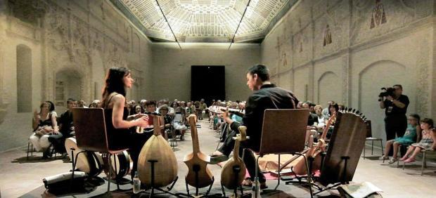 Una imagen de Archivo de Emilio Villaba y Sara Marina durante una actuación.