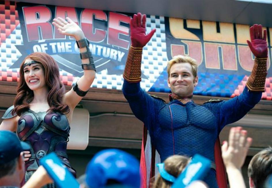 Porque es una vuelta de tuerca al género. Esta vez los superhéroes no son los buenos, sino los villanos. Y esa es una de las razones por las que 'The Boys' es una propuesta tan original y adictiva.