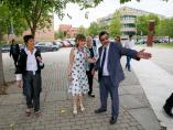 La ministra de Sanidad en funciones, María Luisa Carcedo (2i), a su llegada al Centro de Investigación del Cáncer en la Universidad de Salamanca.