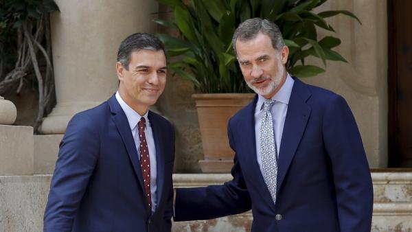 Pedro Sánchez a su llegada al despacho con el rey Felipe VI en Marivent