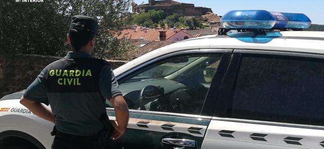 Guardia  Civil, en servicio.
