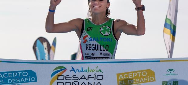 Alba Reguillo cruzando la meta.