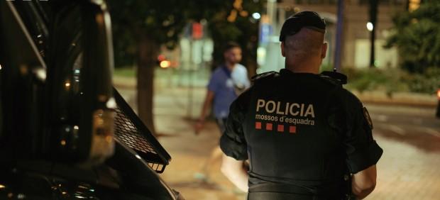 Agente de los Mossos d'Esquadra en una imagen de archivo.