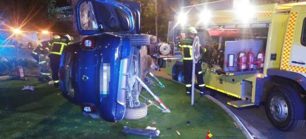 Vehículo accidentado de madrugada en el polígono industrial Cortijo Real