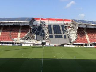 Se derrumba la cubierta del AFAS Stadion del AZ Alkmaar