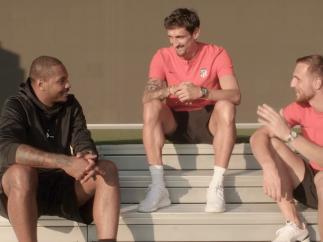 Carmelo Anthony con Savic y Oblak