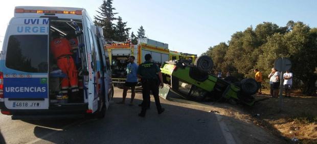 Rescate persona atrapada en un vehículo en la carretera del Marquesado