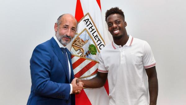 El presidente del Athletic Club de Bilbao, Aitor Elizegi, y el jugador Iñaki Williams
