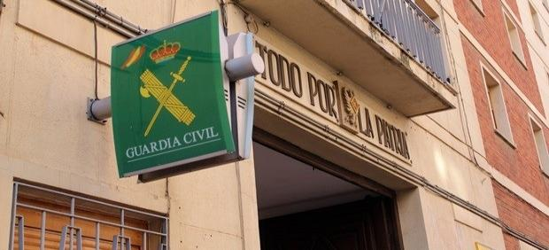 Vehículos y explosivos de la Guerra Civil, en el estand de la Guardia Civil de Albacete en Expovicaman