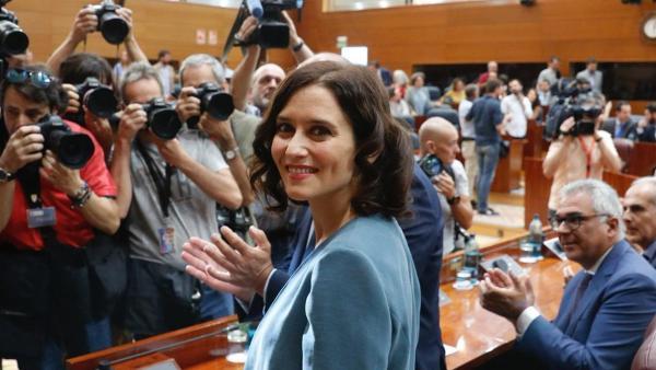 La candidata del PP a presidir la Comunidad de Madrid, Isabel Díaz Ayuso, momentos antes de intervenir en la primera sesión del Pleno de investidura de la Asamblea de Madrid.