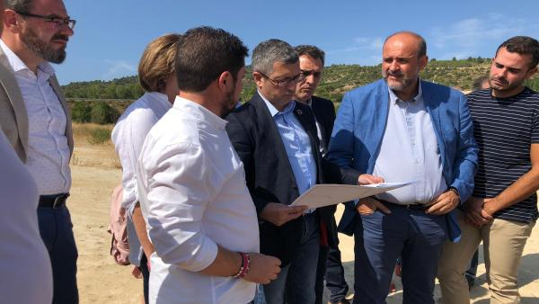 El vicepresidente de C-LM, José Luis Martínez Guijarro, en Sacedón con Hugo Morán