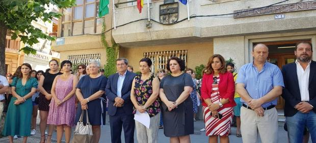 Concentración por la muerte de una joven en Dúrcal (Granada) supuestamente por su pareja en 2018