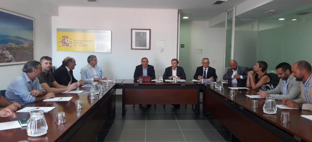 Alcaldes reunidos con el subdelegado del Gobierno y el gerente de Renfe Andalucía sobre los trenes a Algeciras