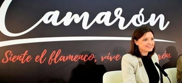 La alcaldesa de San Fernando, Patricia Cavada, presentando actos por Camarón