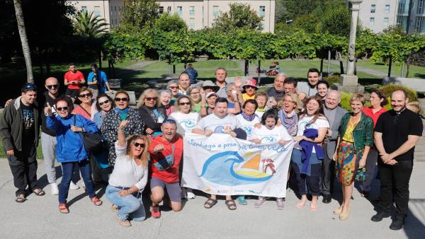 La directora de Turismo de Galicia, Nava Castro, recibe a un grupo de peregrinos integrado por personas con incapacidad