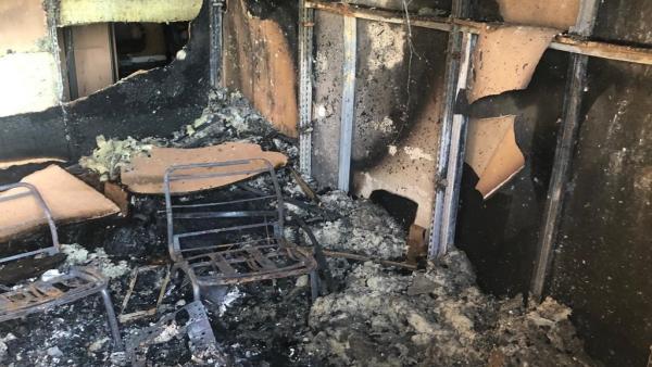 Interior de las instalaciones de Onda Jaén afectadas por el incendio.