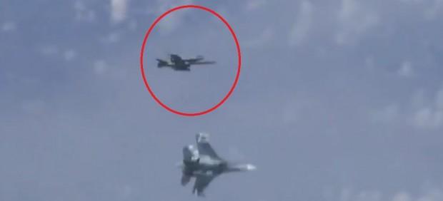 'Roce' aéreo entre el caza ruso y el español, integrante de la misión de la OTAN en la zona.