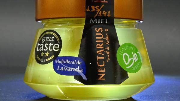 La miel ecológica alcarreña Nectarius, producida en Cifuentes, considerada como la mejor miel de lavanda del mundo