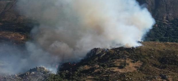 Labores del extinción del incendio de Navalacruz en Ávila.
