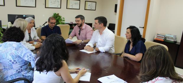 Reunión entre alcaldes y Área de Gestión Sanitaria de Osuna por la atención médica estival